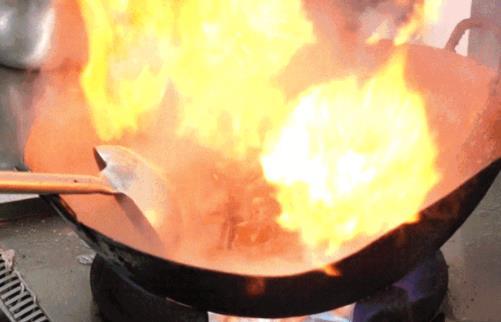 高温爆炒食物不健康 爆炒的掌勺人正在悄悄伤害全家人的健康
