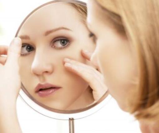 脸上长斑吃什么好调理 脸上长斑的原因 脸上长斑怎么办