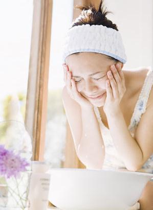白醋洗脸有什么好处?用醋洗脸的正确方法