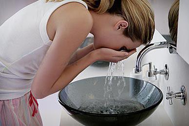 洗脸的正确方法:常犯的9个错误洗脸习惯要避免