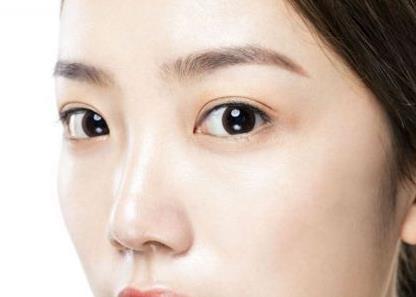 眼窝凹陷的原因 眼窝凹陷手术常见问题