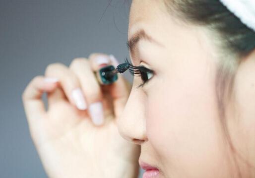 睫毛膏干了怎么办?怎样防止睫毛膏变干?