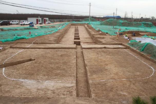 咸阳发现规模最大最完整隋代家族墓园 由方形围沟和7座墓葬组成