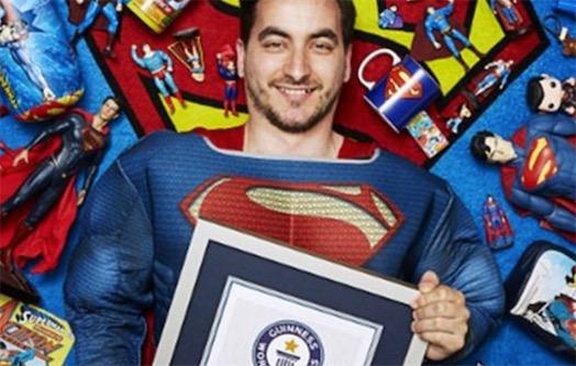 世界上最大规模超人纪念品收藏 巴西人Marco用7年收藏超人纪念品