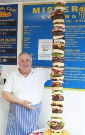 世界最高汉堡 汉堡店老板做出高160公分的汉堡