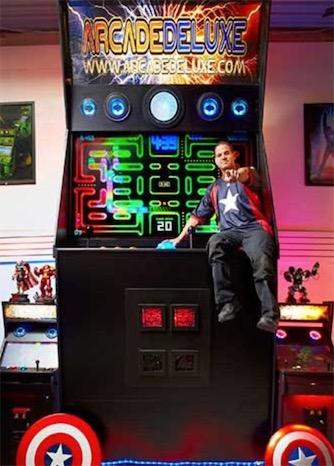 世界最大的街机 44岁的发明家Jason做出高达4.41米的街机