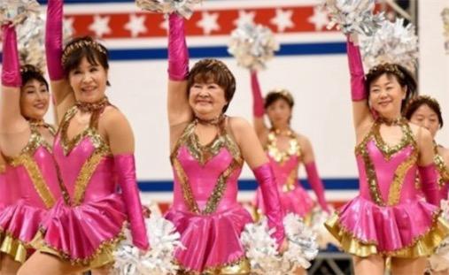 日本年纪最大的老奶奶拉拉队 平均年龄70岁