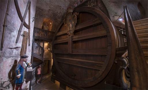世界上最大的酒桶 海德堡大酒桶能容纳20多万升酒