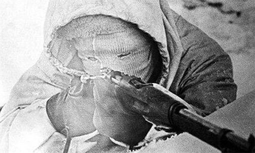 """史上最致命的狙击手 西蒙・海耶绰号""""白色死神"""""""