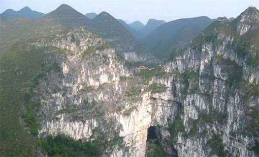 世界最大的天坑群 乐业天坑群占地约20平方千米