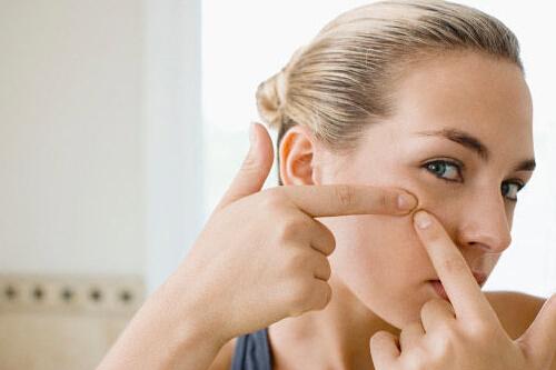 脸上长痘痘是什么原因?怎样预防青春痘