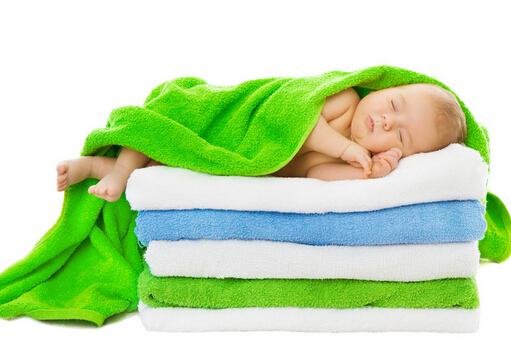婴儿浴巾什么材质好?婴儿浴巾怎么选择?