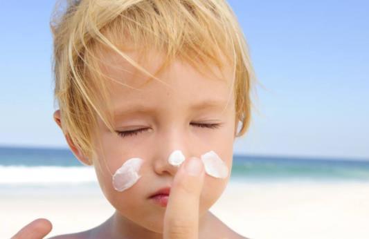怎么挑选儿童防晒霜 哪些儿童防晒霜孩子不能用