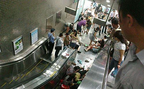地铁出现事故如何自救