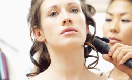 烫发后掉头发该怎么办 烫发后该怎么护理头发