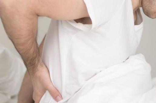 男性出现腰痛的情况该怎么办 男性腰痛可能得什么病