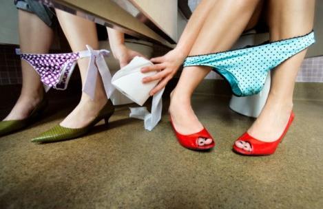 女人上厕所不该用什么纸?