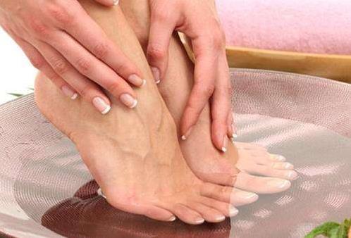 经期不能泡脚是真的吗?女性经期泡脚出汗好吗?
