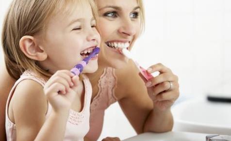 宝宝几岁开始用牙膏刷牙 怎么样选购儿童牙膏