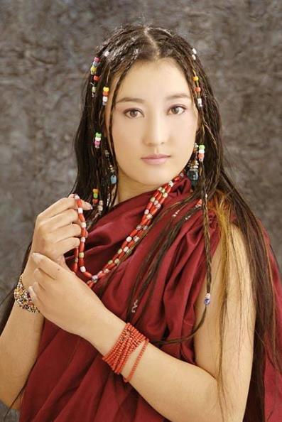 藏族十大美女排行榜,阿兰·达瓦卓玛第一,降央卓玛第二图片