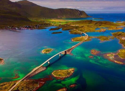 全球十大风景最美公路排名,中国川藏公路、挪威大西洋之路美妙而难忘(图2)