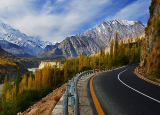 全球十大风景最美公路排名,中国川藏公路、挪威大西洋之路美妙而难忘(图10)
