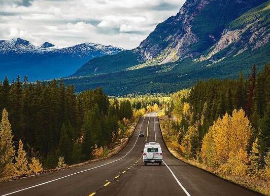 全球十大风景最美公路排名,中国川藏公路、挪威大西洋之路美妙而难忘(图3)