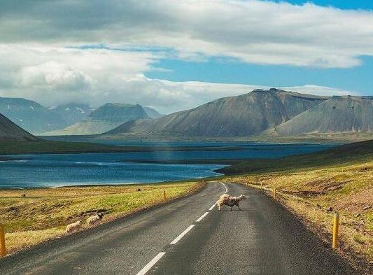 全球十大风景最美公路排名,中国川藏公路、挪威大西洋之路美妙而难忘(图4)