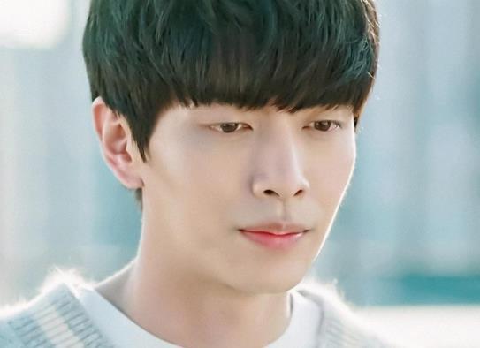 韩国演技最好的十大实力男演员排行榜,河正宇极具魅力、朴秉恩的角色深入人心(图2)