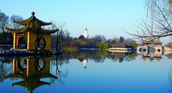 排行榜  扬州旅游景点排行: 1,扬州瘦西湖 2,大明寺 3,个园 4,何园 5
