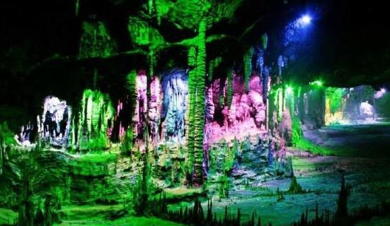 九龙洞景区:是贵州省首批确定的十大风景名胜之一,同时也是铜仁市众多