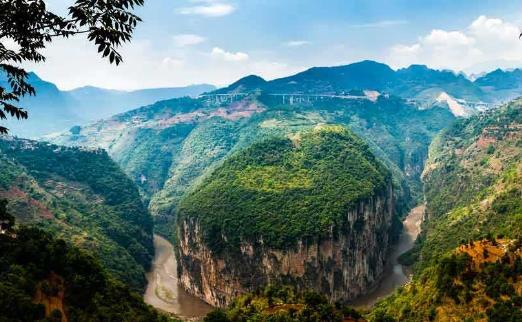 位于风景优美,气候宜人的贵州省凉都六盘水盘县,是贵州省重点打造的