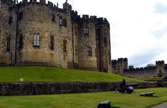 阿尼克城堡一直是诺森伯兰•珀西(northumberland percys)伯爵和