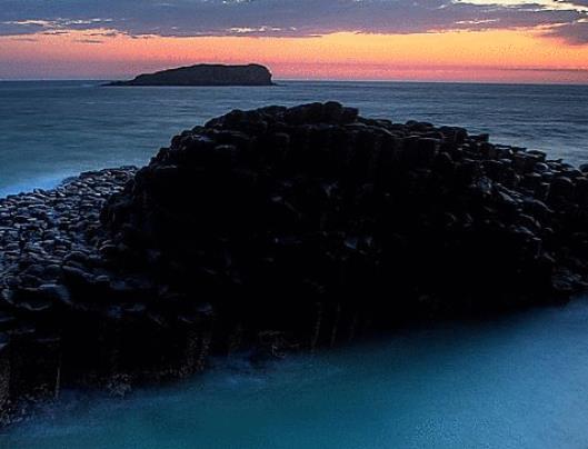 世界十大让人叹为观止的地质奇迹 巨人之路位于北爱尔兰东北海岸,看