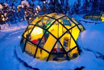 全球五大冰雪酒店 芬兰卡克斯劳坦恩酒店坐落着一座座晶莹剔透的小屋