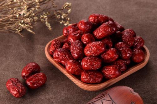 吃红枣的好处有哪些?哪些人不能吃红枣呢