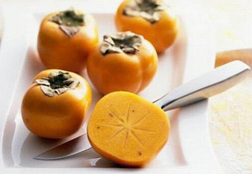 吃柿子有什么好处_秋天吃柿子有什么好处呢秋季健康吃柿子方法