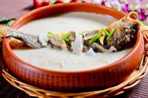 如何炖出奶白色的鱼汤?怎样炖鱼汤味道更鲜
