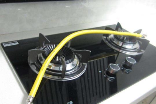 煤气灶管会有水什么问题 煤气灶火黄是什么原因