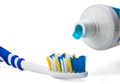 刷牙杯多久换一次?正确使用牙刷的方法