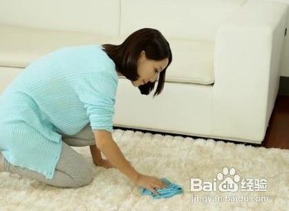 可乐弄到地毯上怎么办-怎么清除地毯上的可乐