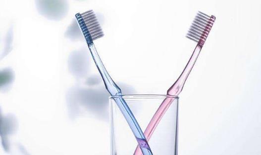 被淘汰的旧牙刷不要扔掉 被淘汰的旧牙刷妙用多多