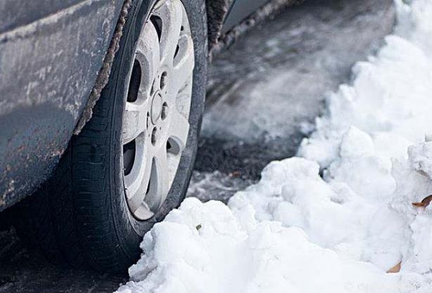 车上积雪不管的话会化掉吗?车上的雪能让洗车的洗吗