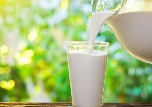 小孩子喝什么牛奶好?小孩喝纯牛奶好吗