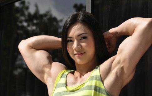 萝莉肌肉女走红:韩国健身美女清纯可爱萝莉脸魔鬼肌肉身材
