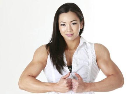 萝莉肌肉女走红:韩国健身美女清纯可爱萝莉脸魔鬼