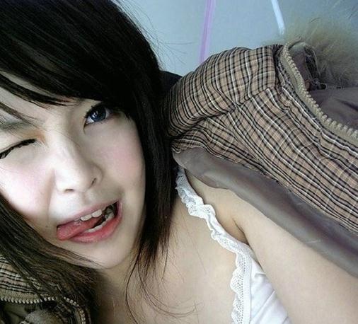 ... 颜照,王嘉韵扒皮真实照片,美女高中生长相酷似充气