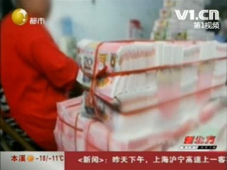 武隆女子花15万换100万假钞被骗仅得1箱冥币