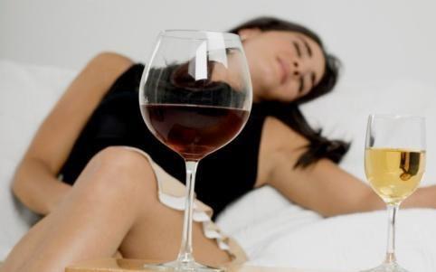 女人经期能喝酒吗?女性经期喝酒有什么危害