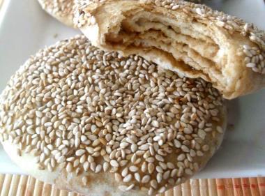 如何做老北京小吃麻酱烧饼?老北京麻酱烧饼的做法